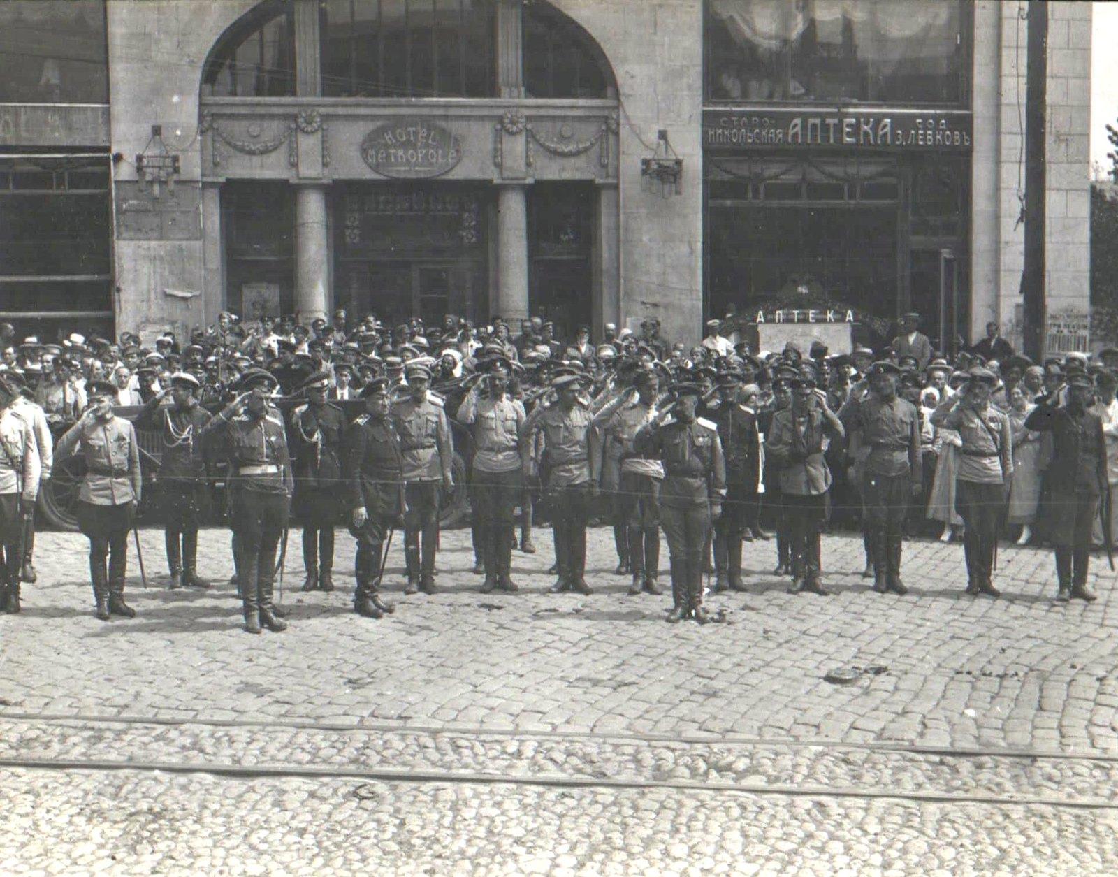 256. 1919. Генерал В.З. Май-Маевский принимает парад в Харькове