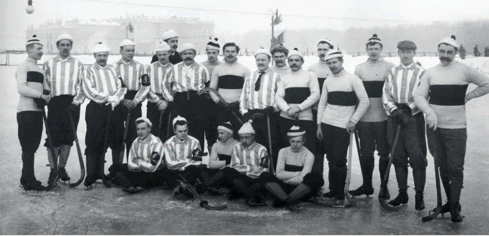 1913. Хокеисты общества любителей бега на коньках и общества «Юнион». Марсово поле