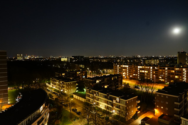 The hague by night
