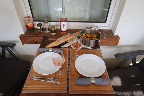 Eröffnung der diesjährigen Grillsaison (Tischbild)