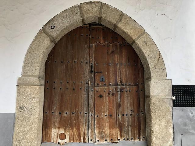 Puerta gótica en Cuacos de Yuste (Cáceres)
