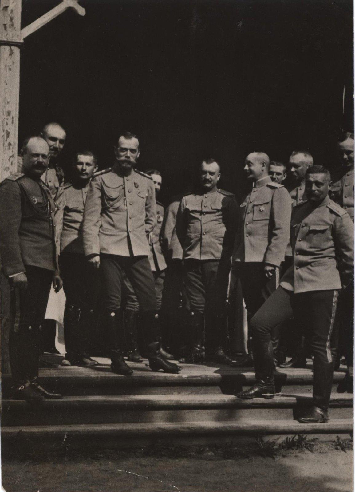 1909. Император Николай II среди офицеров Лейб-гвардии гусарского полка