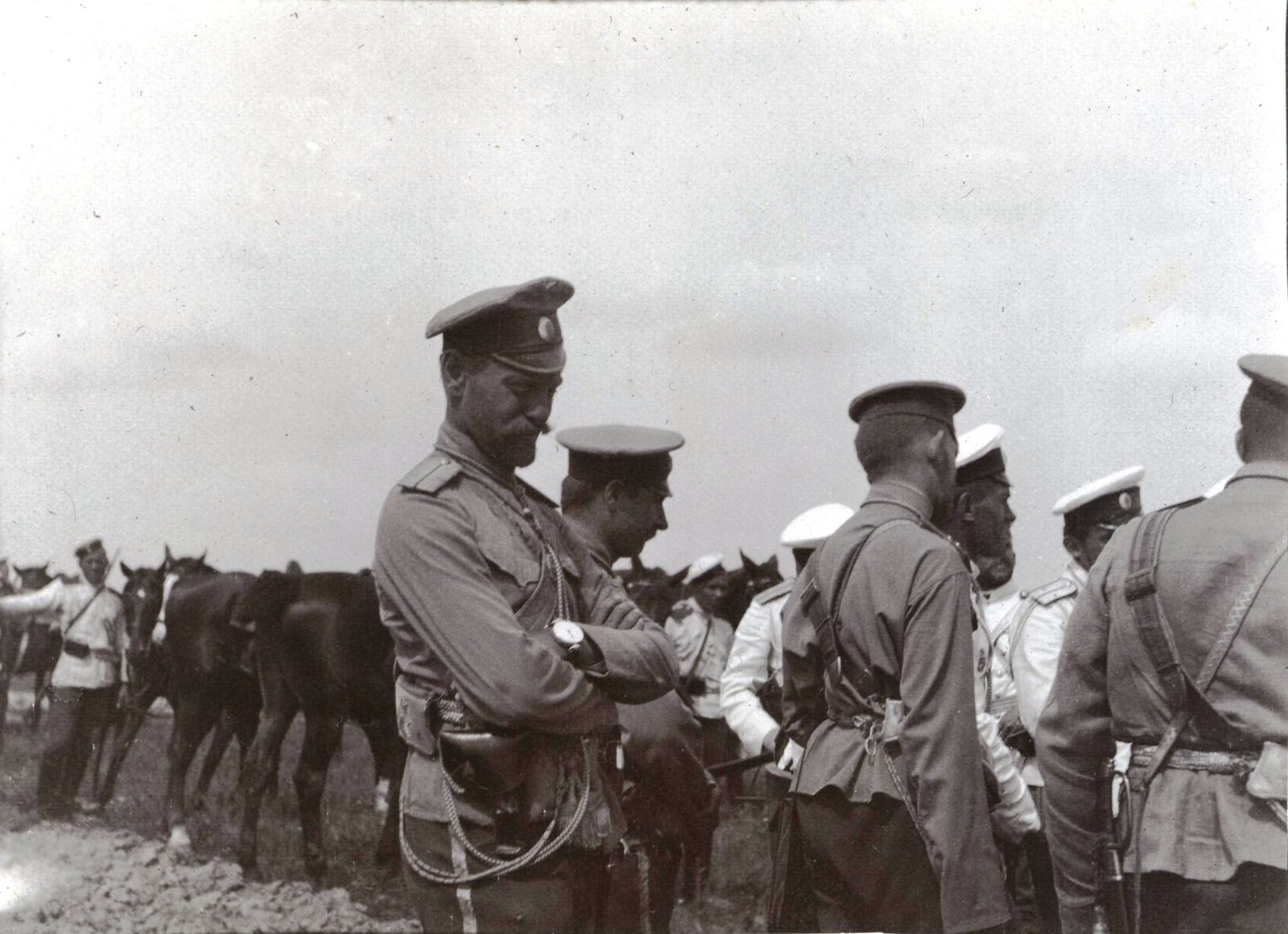 1909. Драгуны и гусары