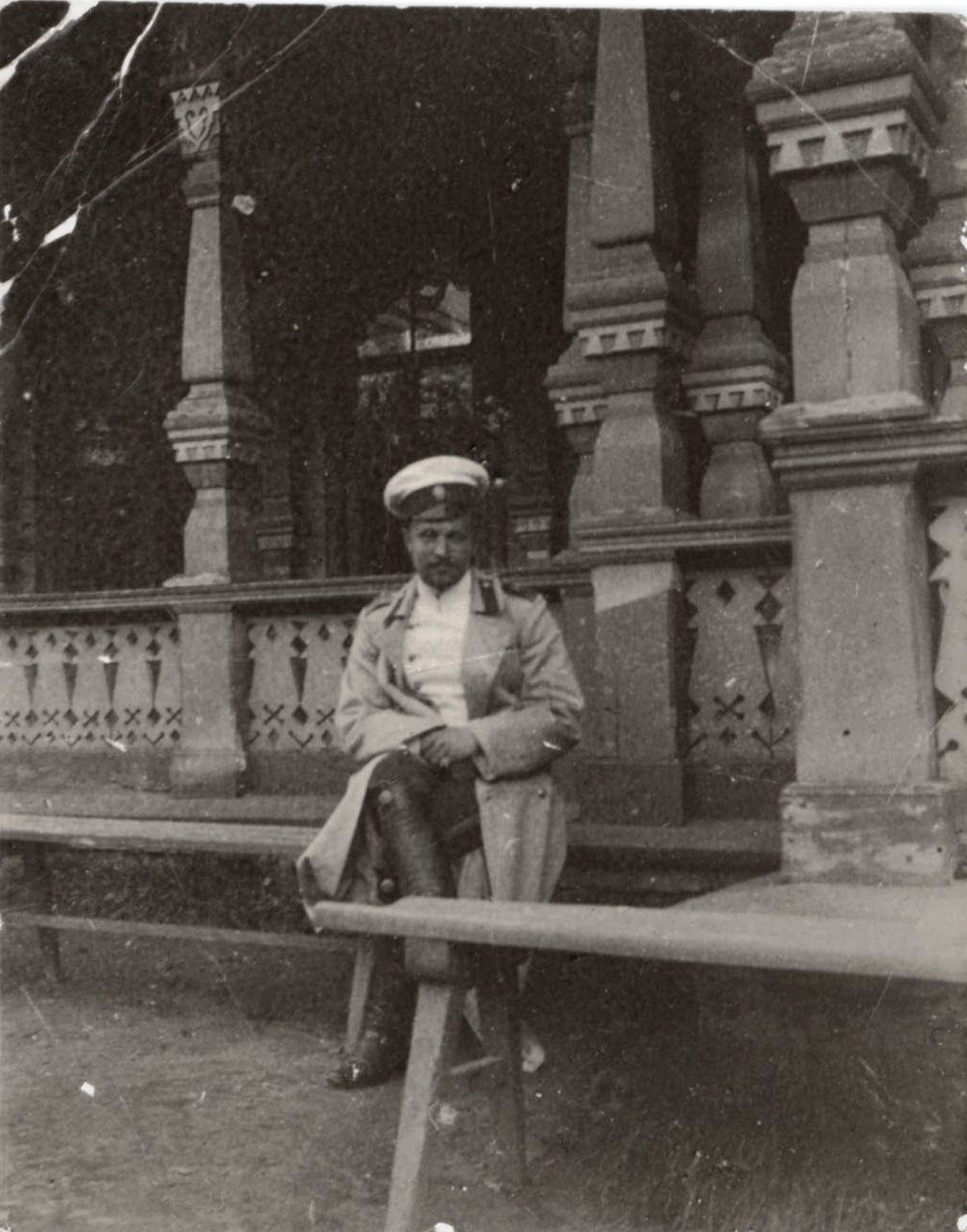 1909. Греве А.А. около трибуны