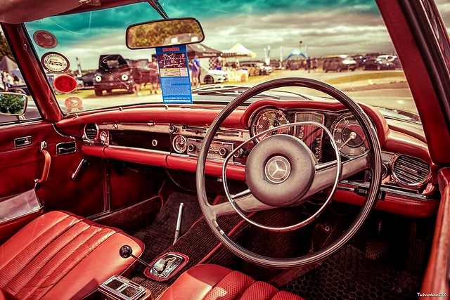 Classic Mercedes 280sl pagoda Interior