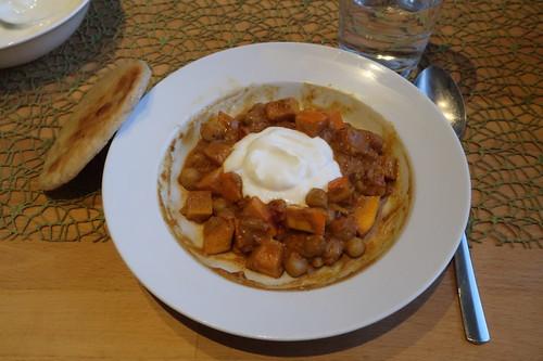 Kürbis-Kichererbsen-Topf  mit Joghurt und Fladenbrot (meine zweite Portion)