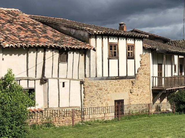 Casas con entramados de madera en Cuacos de Yuste (Cáceres)