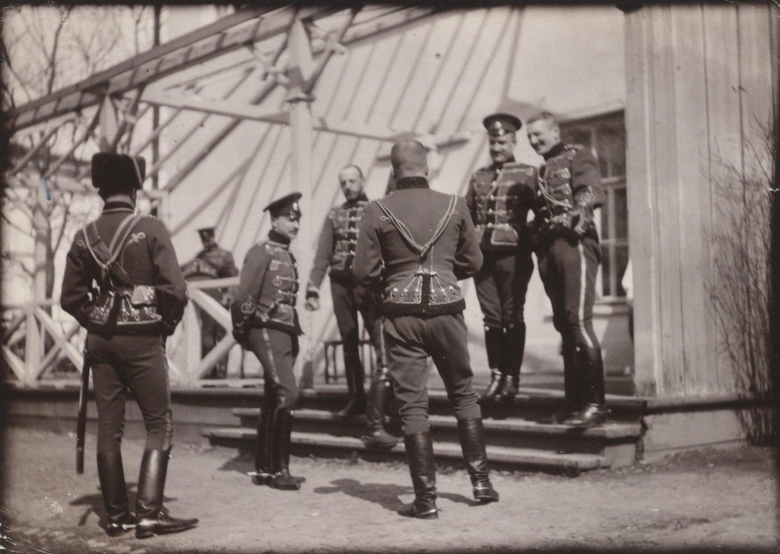 1907. На ступенях балкона Дежурки в Царском Селе.1