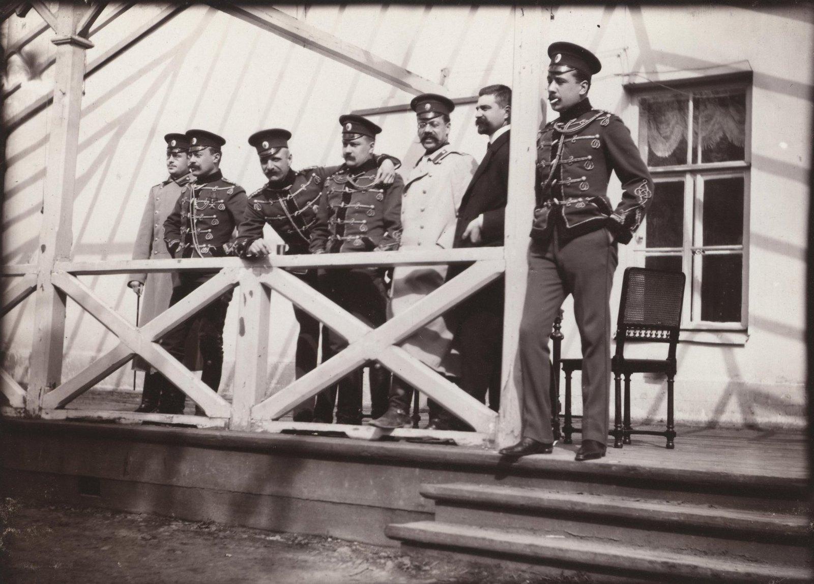 1907. На балконе Дежурки в Царском Селе