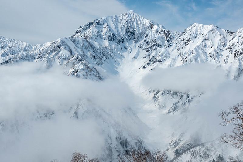 鹿島槍ヶ岳と雪渓
