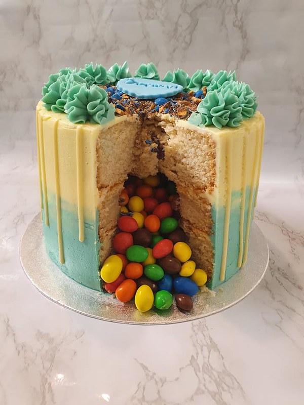 Cake by Krishna's Cakes