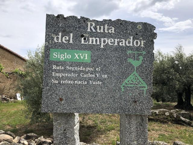 Cartel de la Ruta el Emperador en Cuacos de Yuste (Comarca de La Vera, Cáceres)