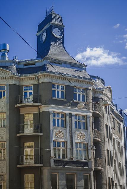Savdabīgie Rīgas māju jumti!! Explore