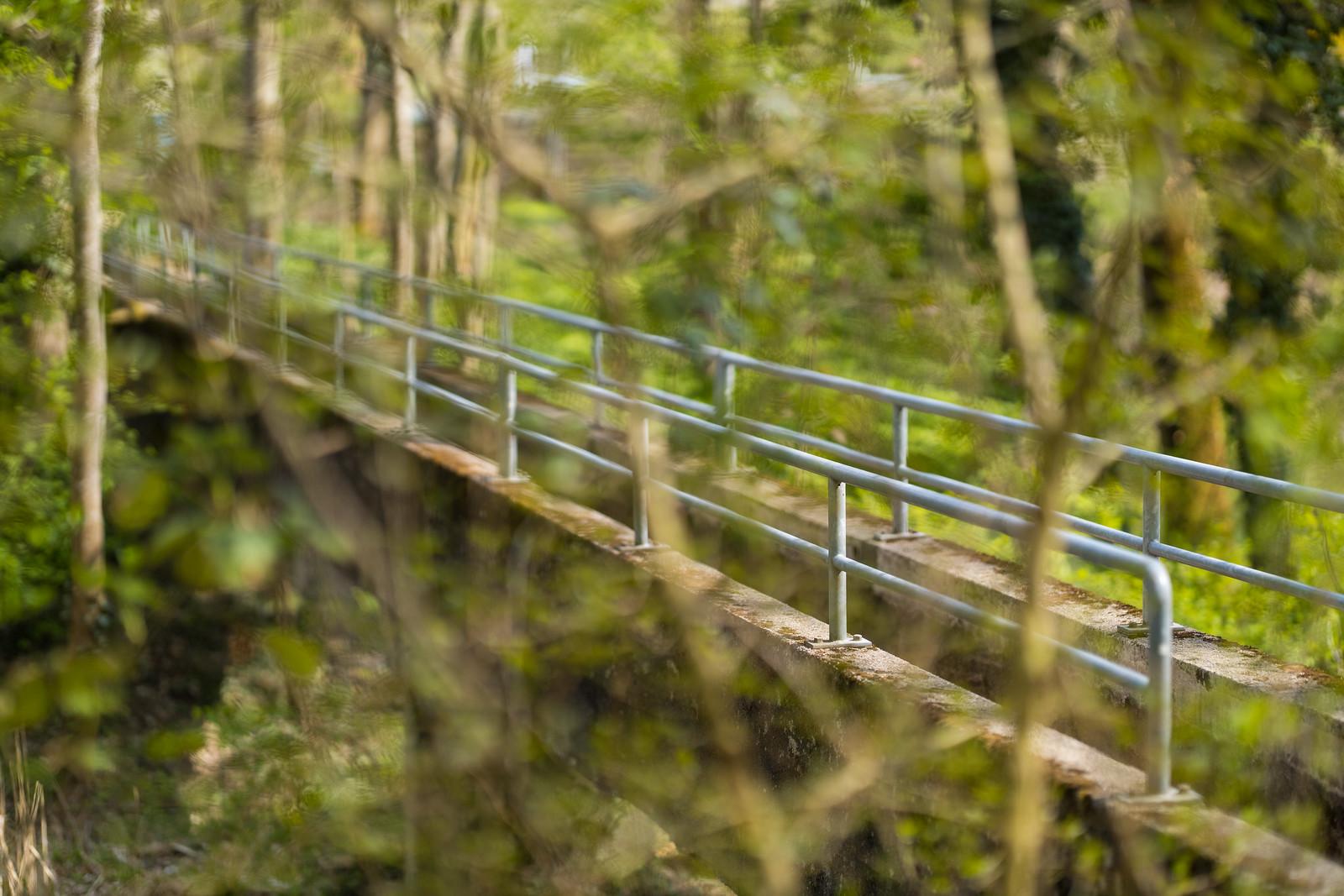 Eine schmale Brücke