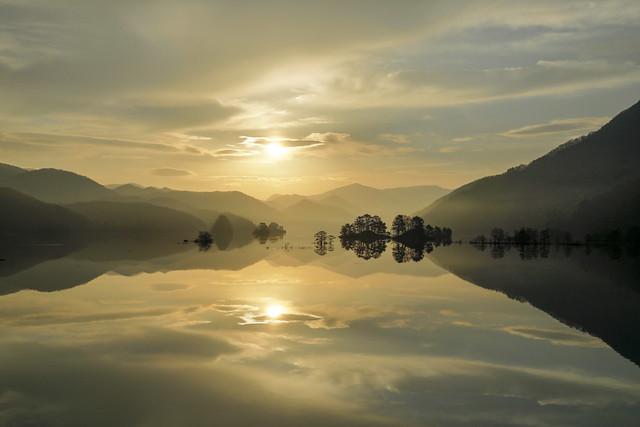 Sunrise in Lake Akimoto