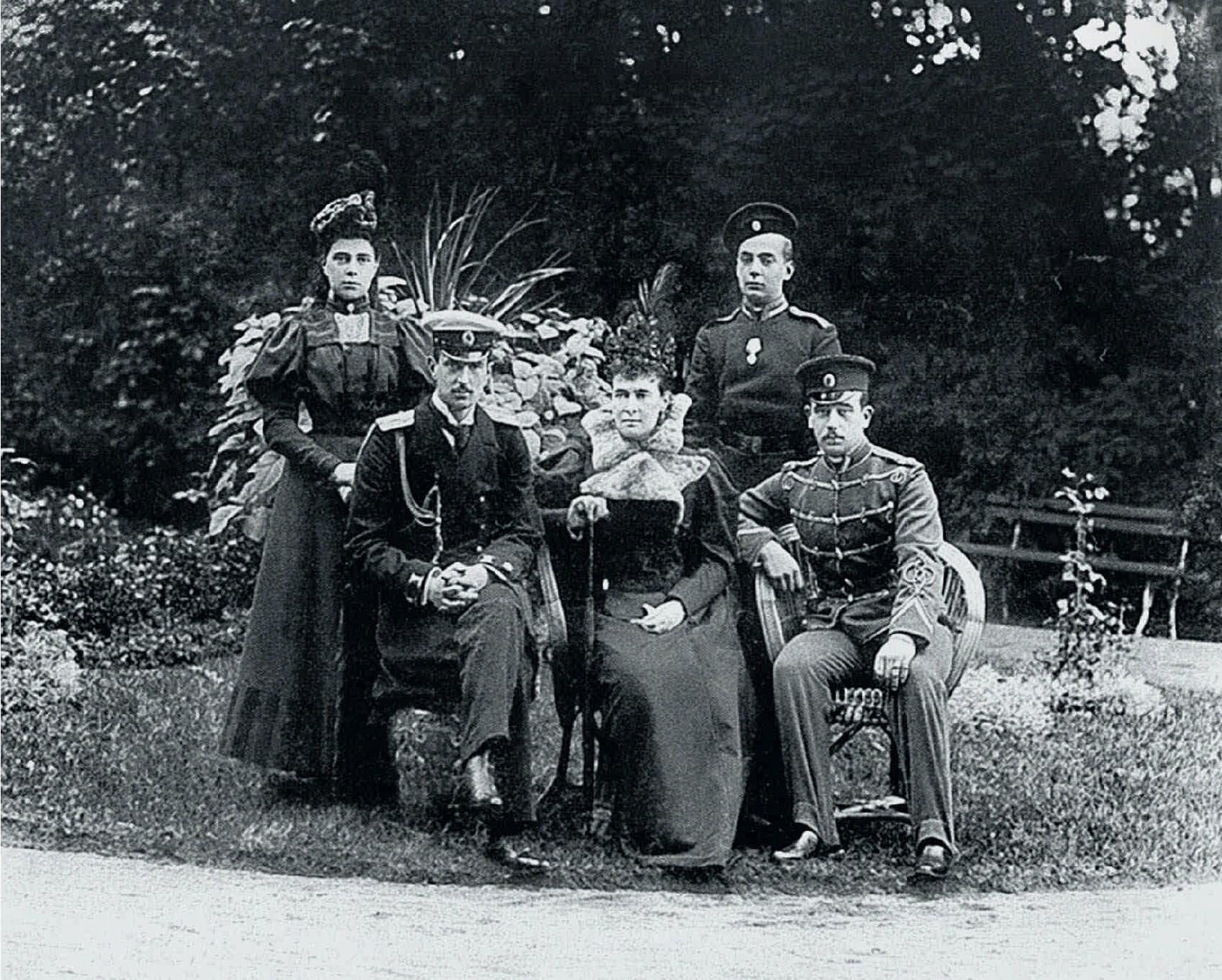 Великая княгиня Мария Павловна с детьми