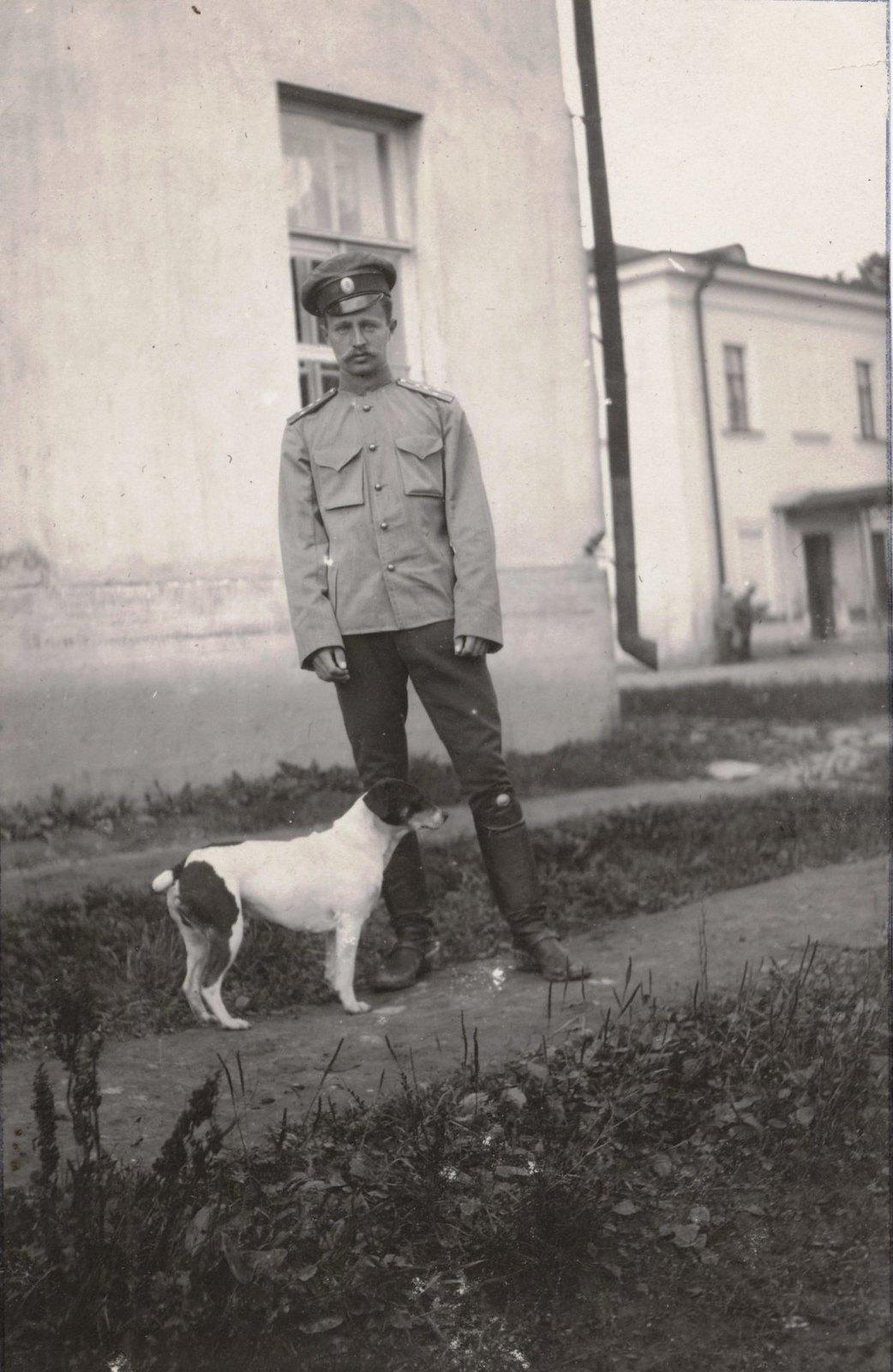1910. Греве и собака