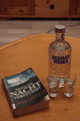 """Absolut Vodka zur Lektüre des Thrillers """"Wenn die Nacht verstummt"""" von Linda Castillo"""