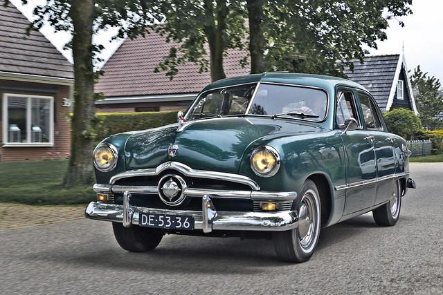 Ford Custom DeLuxe Fordor Sedan 1950 (8442)