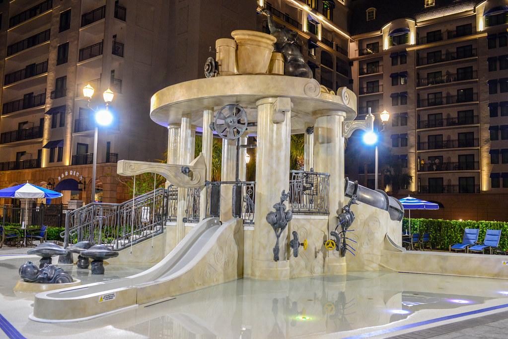 Riviera splash area pool