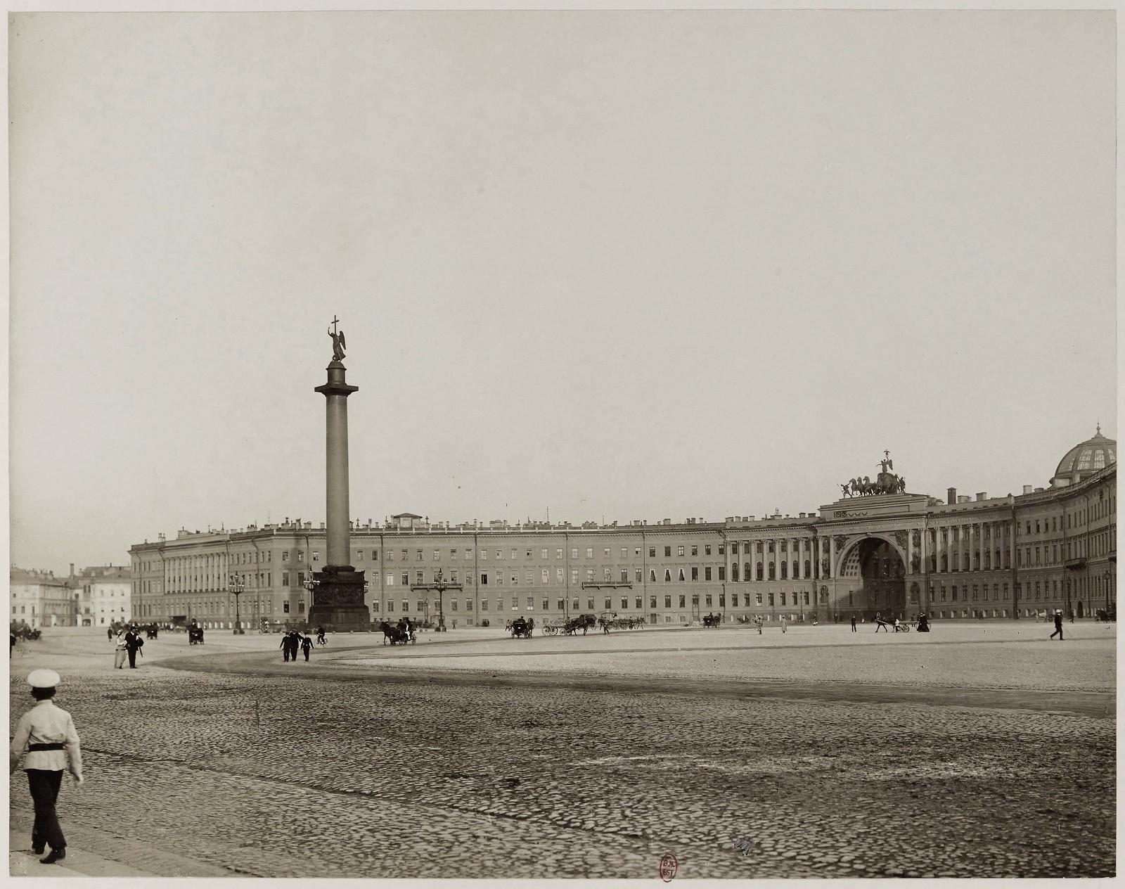 1906.  Дворцовая площадь, здание Главного штаба и колонна Александра I