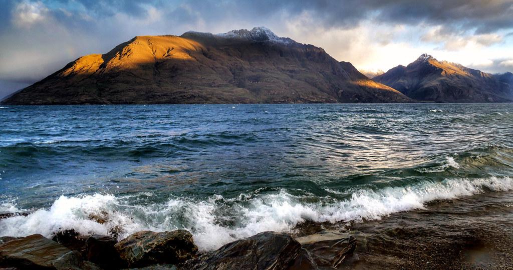 Lake Wakatipu. New Zealand