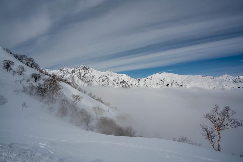 雲を抜けた遠見尾根