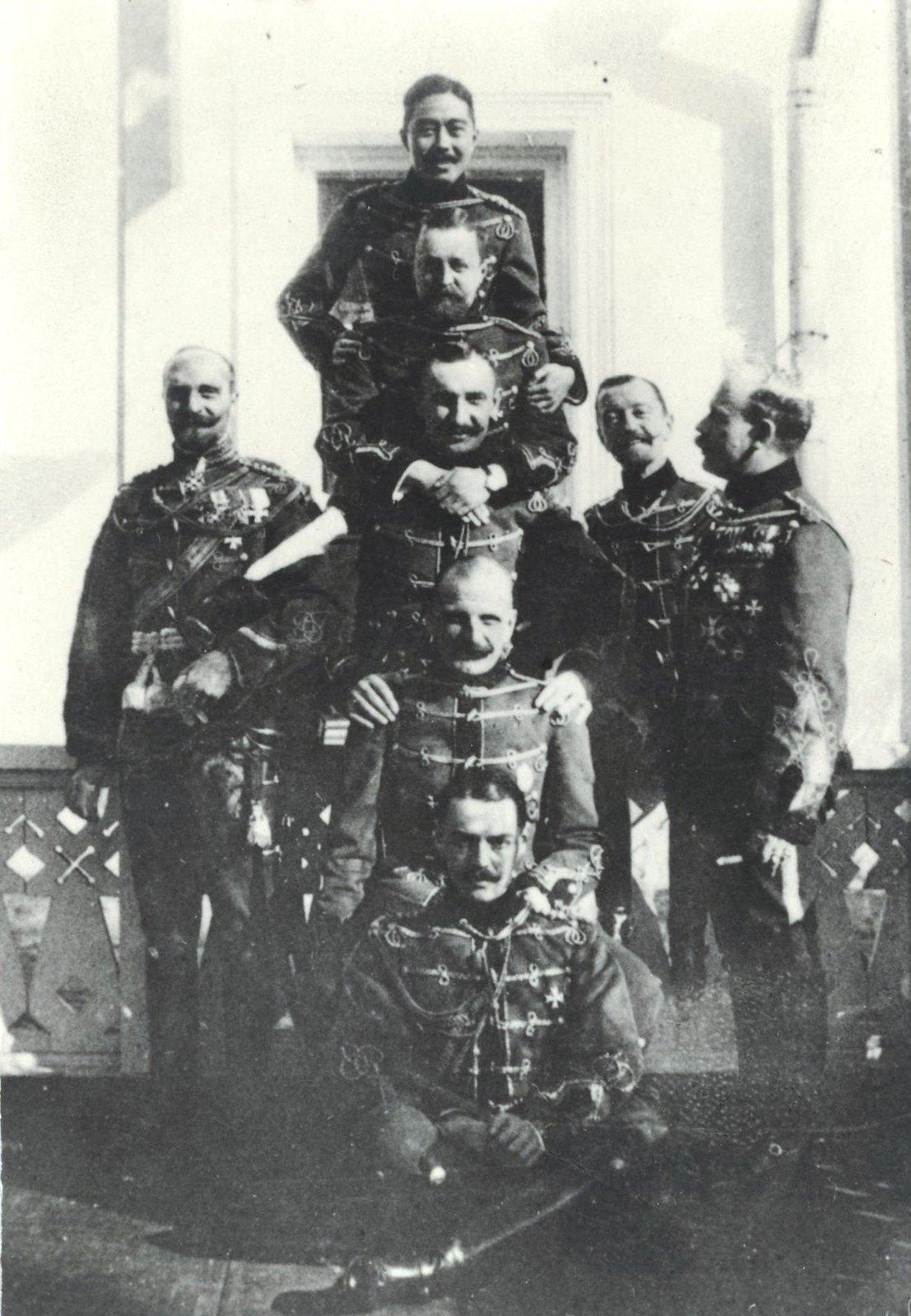 1910. Гусары перед торжественным маршем
