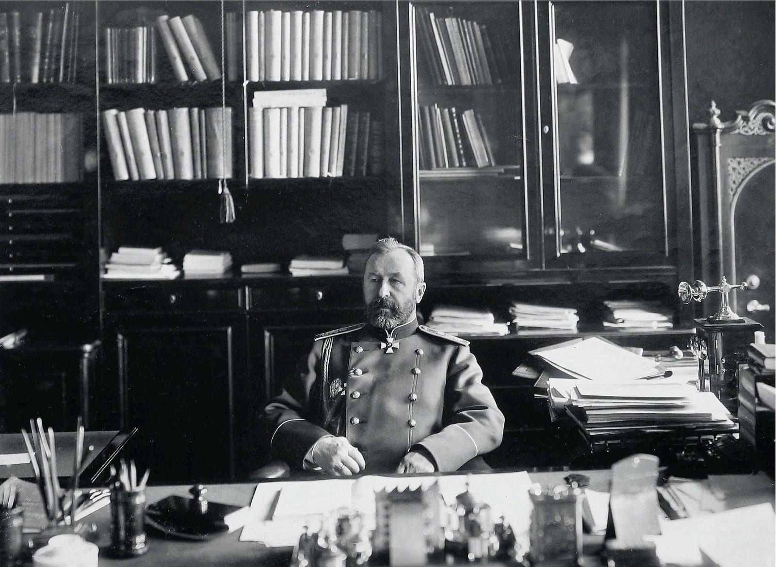 1904. Военный министр, генерал от инфантерии А.Н.Куропаткин