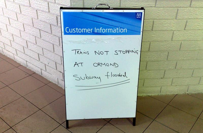 Sign about Ormond station flooding (April 2011)