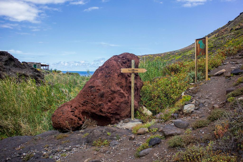 Señal hacia Taganana desde la playa de Tamadiste