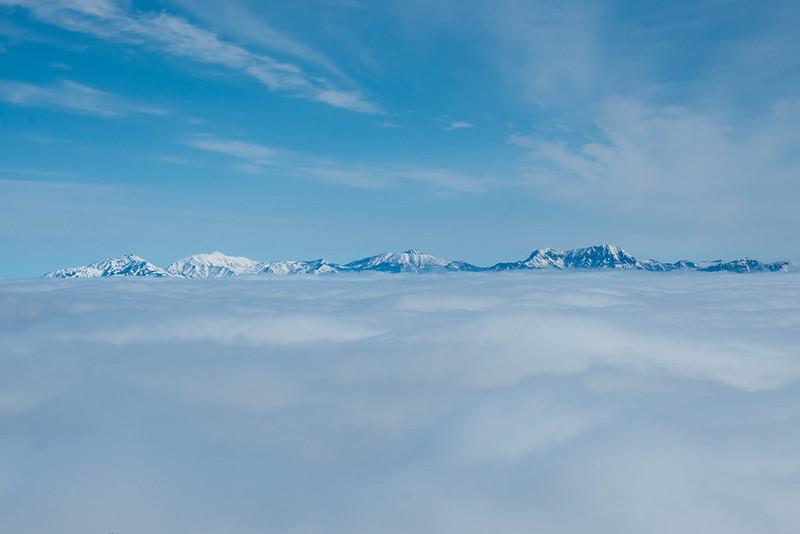 雲海の向こうに頸城山塊