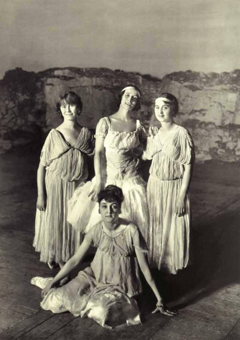 1907. А.Павлова в группе балерин