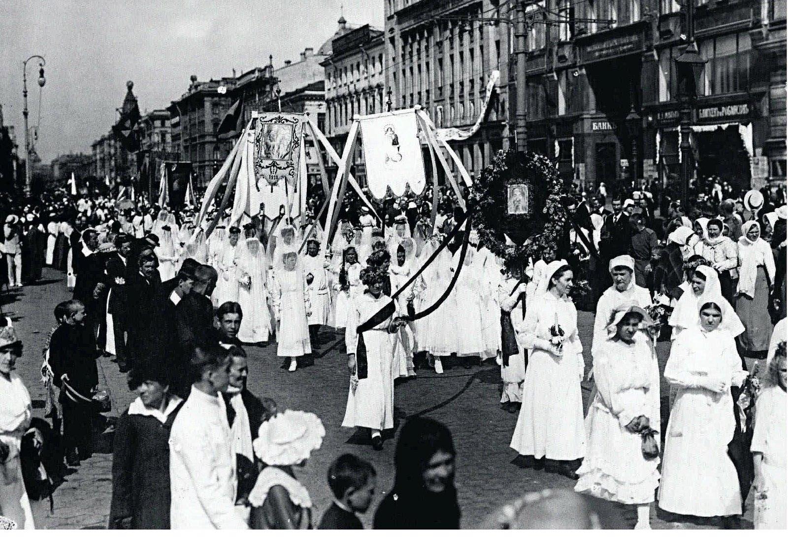 1917. Католическая процессия на Невском проспекте. 4 июня
