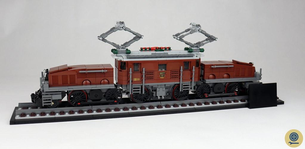 10277 Crocodile Locomotive 1