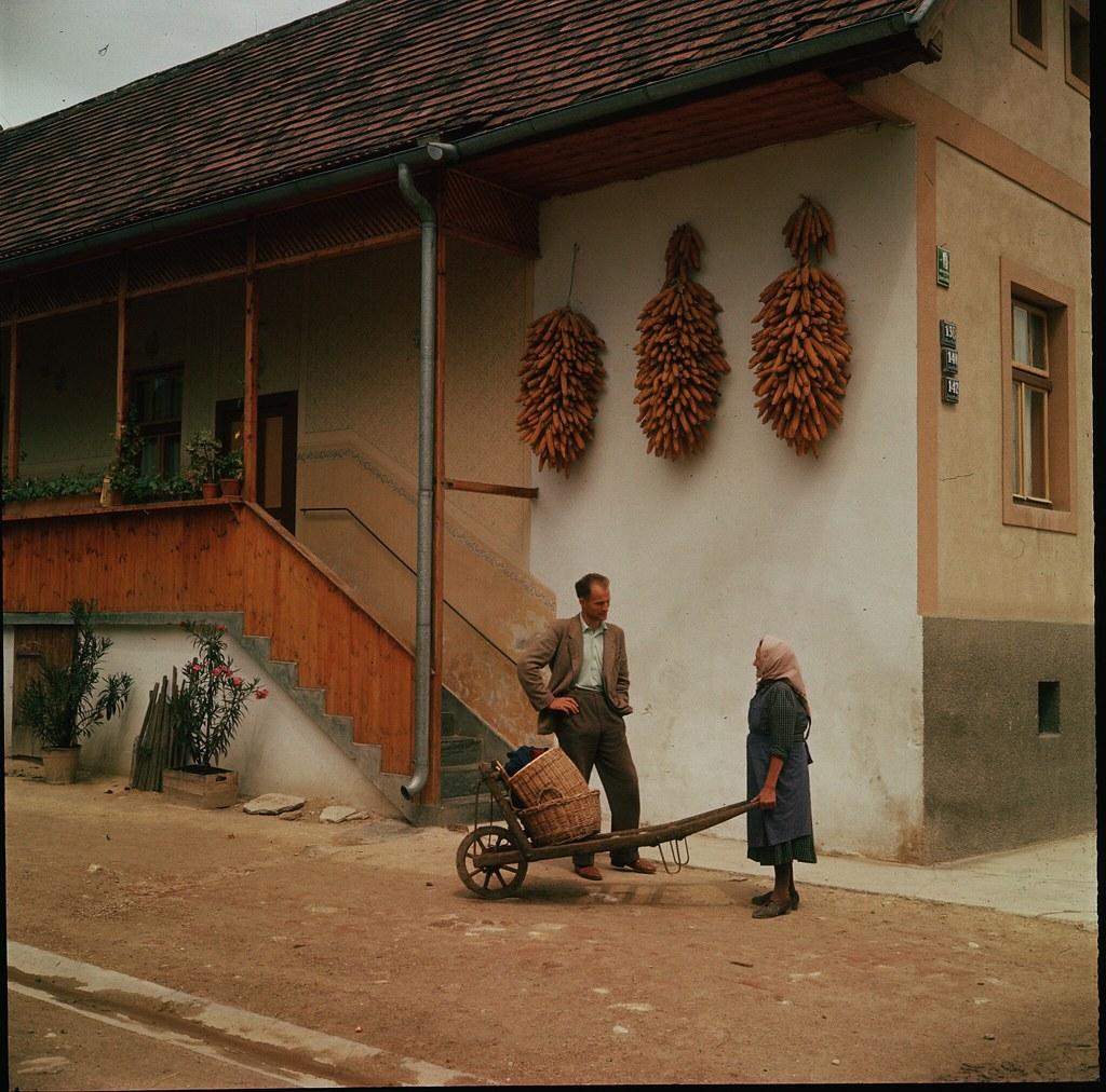 18. Ферма в городке Руст. Початки кукурузы, развешанные для просушки, - обычное дело в Бургенланде, который в основном является сельскохозяйственным регионом страны