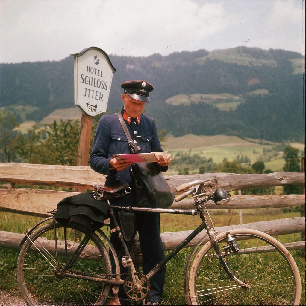 05.Сельский почтальон со своим велосипедом