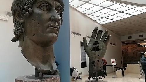 ROMA ARCHEOLOGICA & RESTAURO ARCHITETTURA 2021. Roma, Costantino ritrova la sua mano bronzea: dal Louvre ai Musei Capitolini. Virginia Raggi / Facebook (29/04/2021) et al., ; S.v., Dr. Aurelia Azema / Musée du Louvre (01/2018).