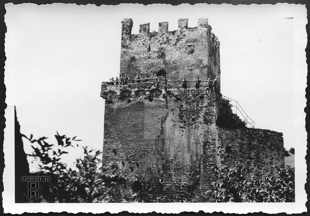 ArchivTappen233AAl3j654 Aufenthaltsort in der K.L.V., Burgruine Weitenegg, Österreich, 1930-1940er