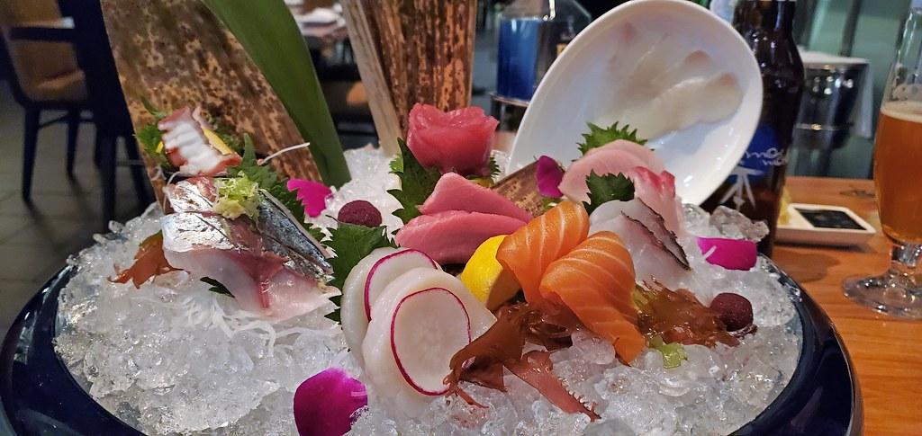 Chef's sashimi combination