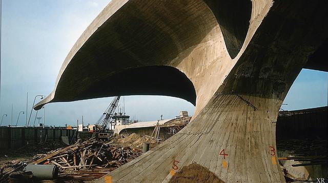 1961 ... construction of the TWA terminal (JFK) - Ero Saarinen