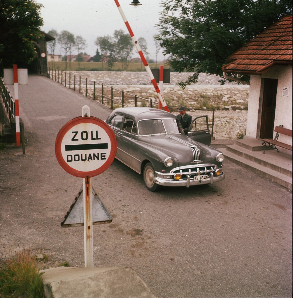 02. На таможенном посту на границе Австрии и Германии