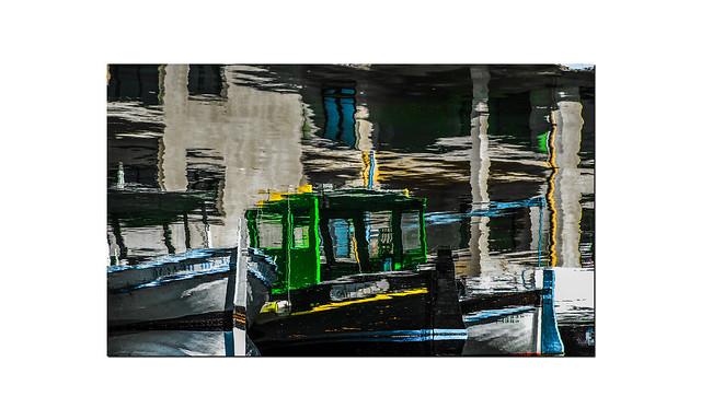 Reflejos en el puerto..............