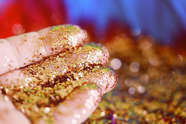 Golden Glitter on Fingers Wallpaper 2020