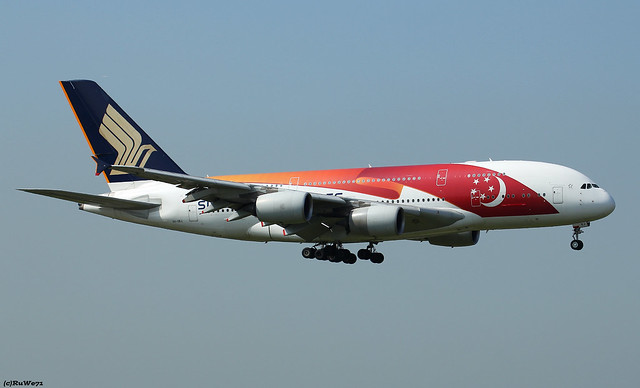 Singapore Airlines Airbus A380-841 9V-SKJ