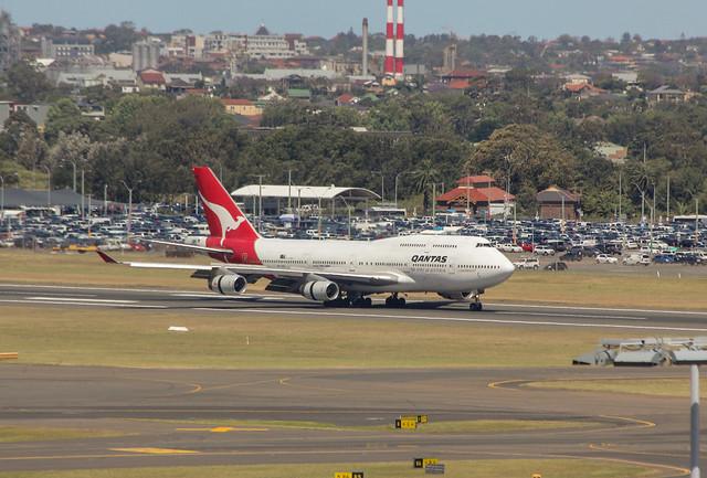 VH-OJA, Qantas 747 at Sydney, 16 November 2014,