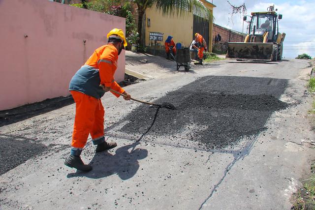 30.04.21 - Prefeitura realiza mutirão de infraestrutura no Mauazinho