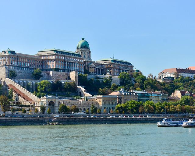 Vistas del Castillo de Buda desde el Puente de la Libertad
