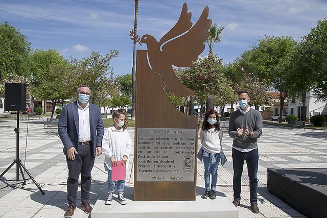 Acto rotulación Plaza de la Paz de Los Palacios y Vfca