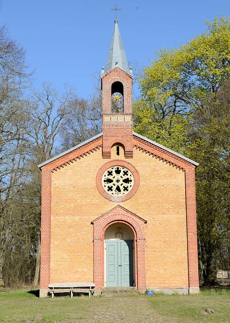 0138 Der Ort Speck ist Teil der Gemeinde Kargow - Eingang zum Müritz Nationalpark.